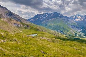 Lac du Pontet mit Bergkette im Hintergrund