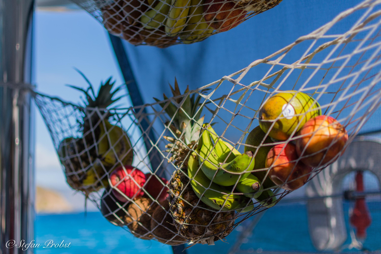 Catamaran Shangri La - Fruits