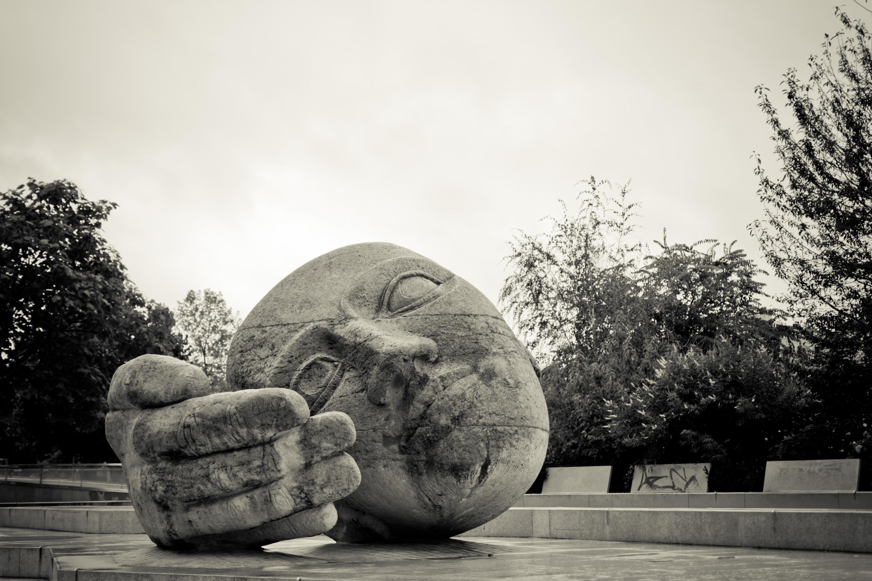 Ein Wochenende in Paris - Skulptur Ecoute