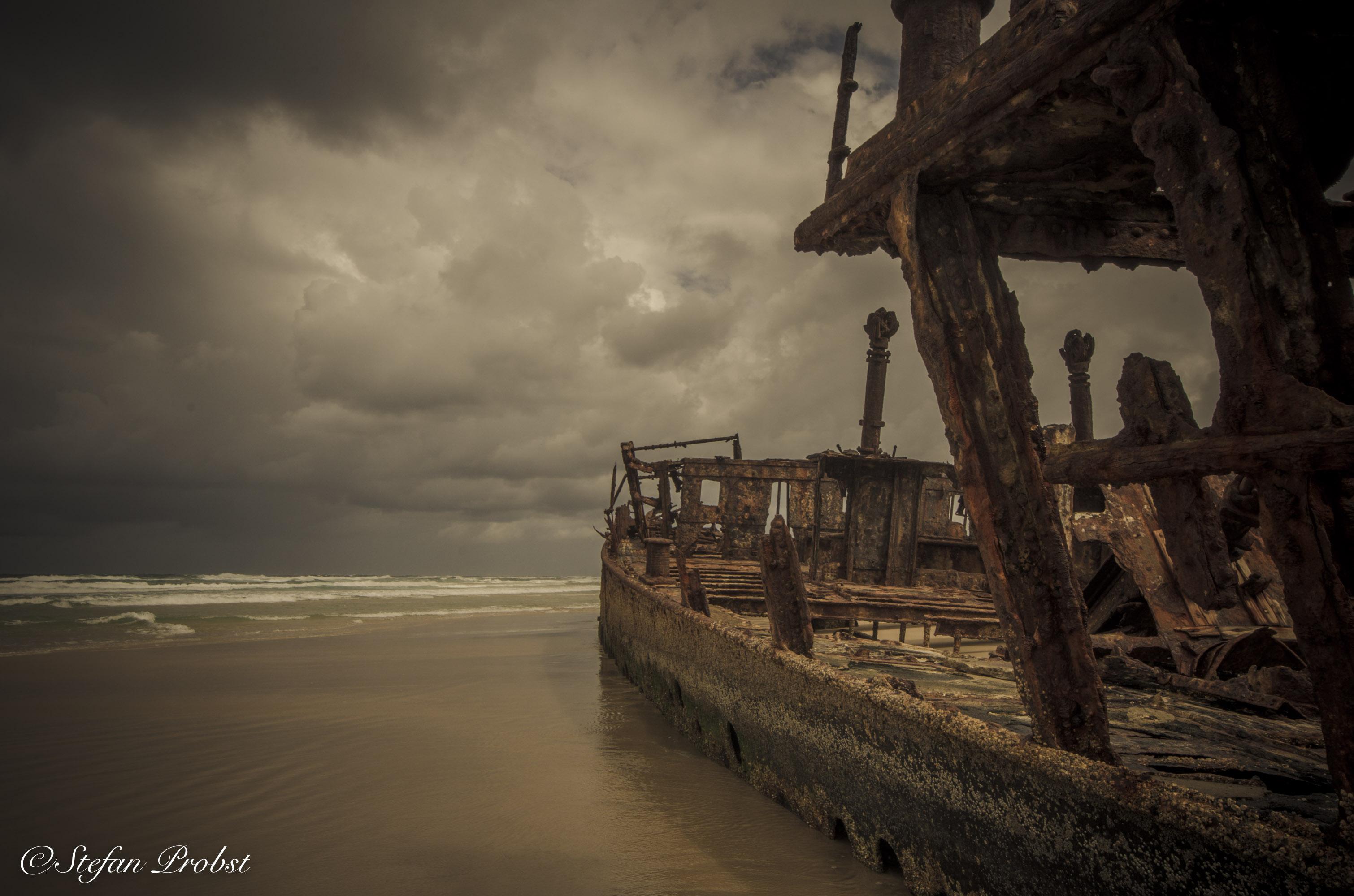 Blick an der S.S. Maheno vorbei aufs Meer vor Fraser Island