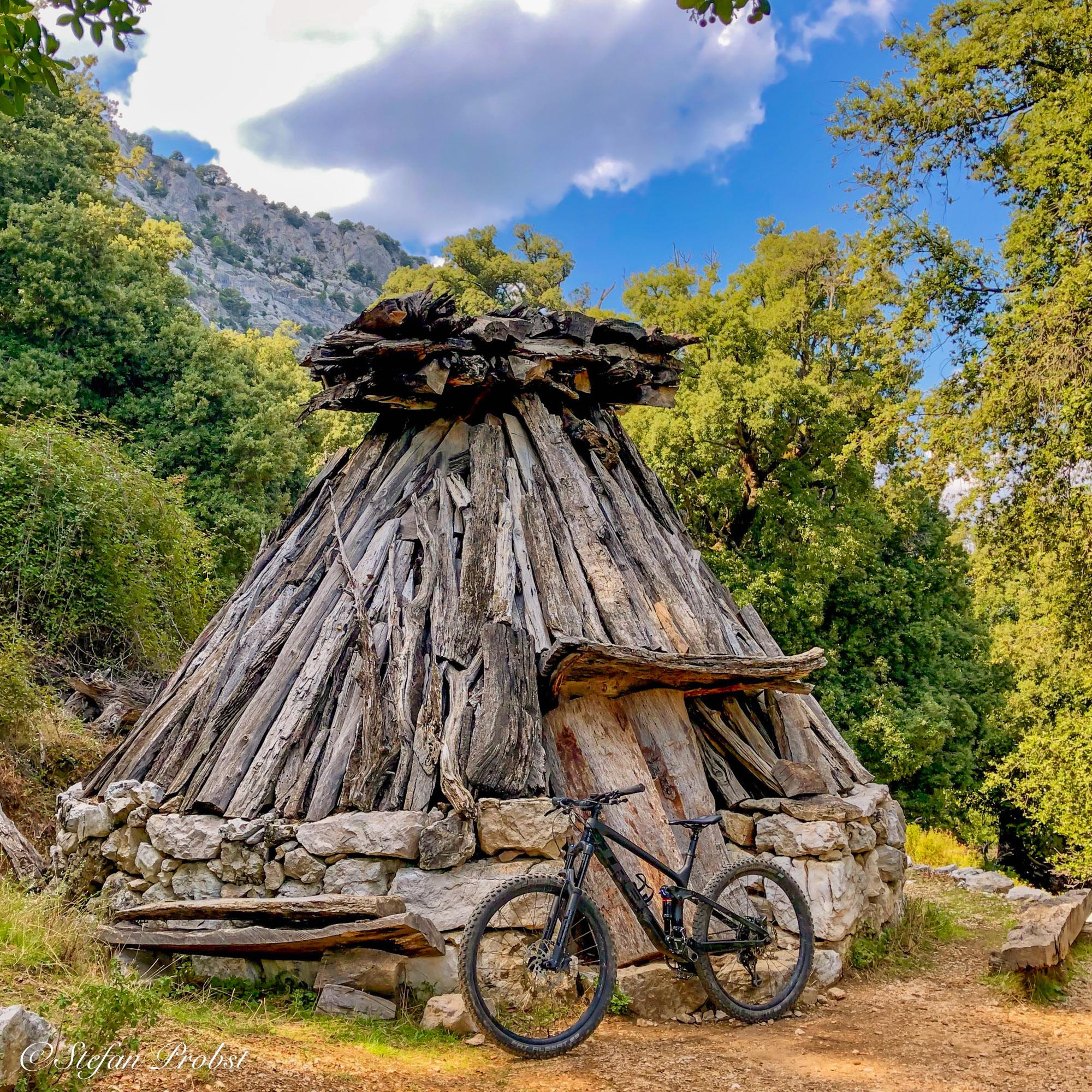 Mountainbiken auf Sardinien - Nuraghe auf dem Weg zur Gorrupo Schlucht