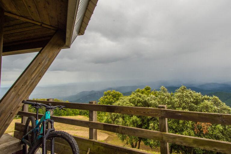 Serre de Barre Ausblick Mountainbike im Vordergrund